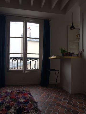 2 pièces typique Marais - Paris - Apartment