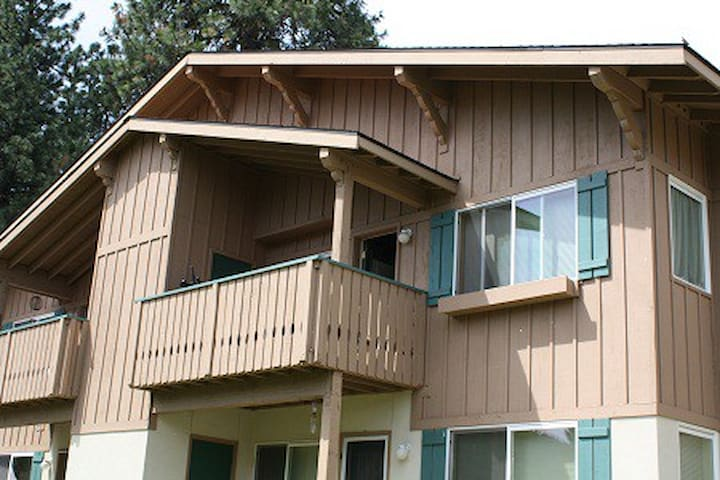 Alpine Best Place Condo-Walk to Ltown - Sleeps 6