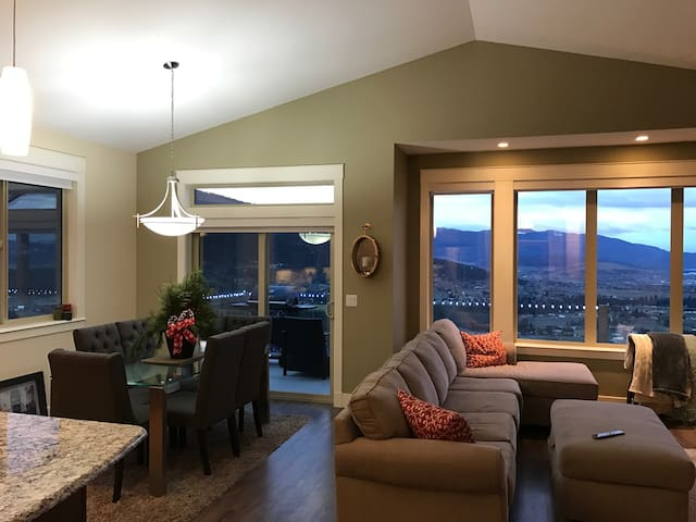 5 bed, 3 bath close to everything! - Vernon - House