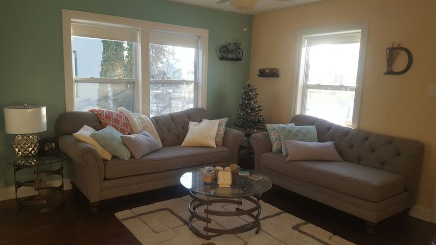 Adorable Quiet Bungalow - Kirkwood - Casa