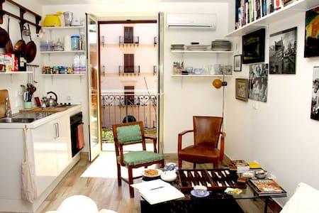 CALM QUIET BIJOU IN HISTORICAL AREA BALCONY & VIEW - Palerme - Appartement