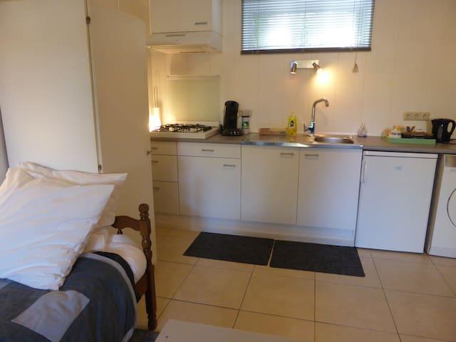 onderverdieping met keuken en 1 bed