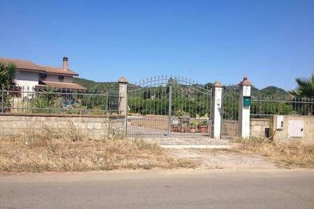 Villa con giardino in Sardegna! - San Giovanni Suergiu - Haus