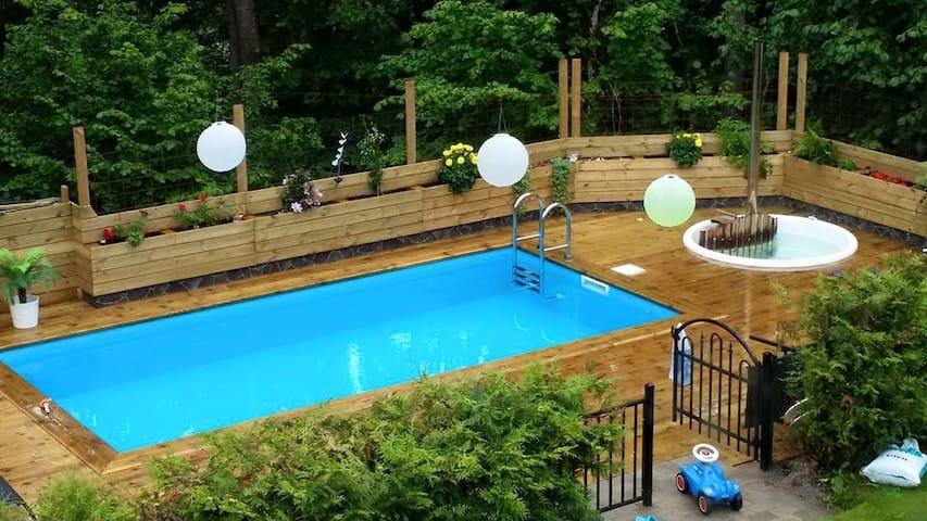 Skönt, grönt boende i Stockholm med pool nära golf