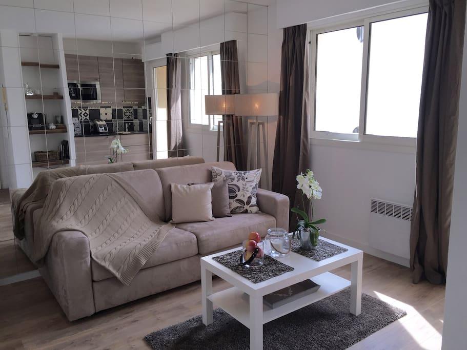 Canapé-lit haut de gamme avec couette ultra moelleuse et ses parures de lit assorties