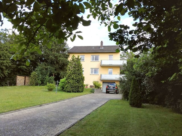 Bright countryhouse flat with balcony and garden - Kitzingen - Huis