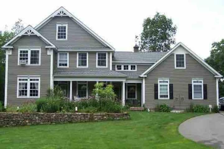 Safe, Large Secluded Home; Bonfire, Hikes