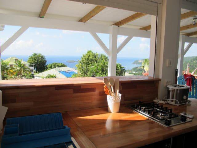 Studio neuf, vue mer, climatisé avec WiFi
