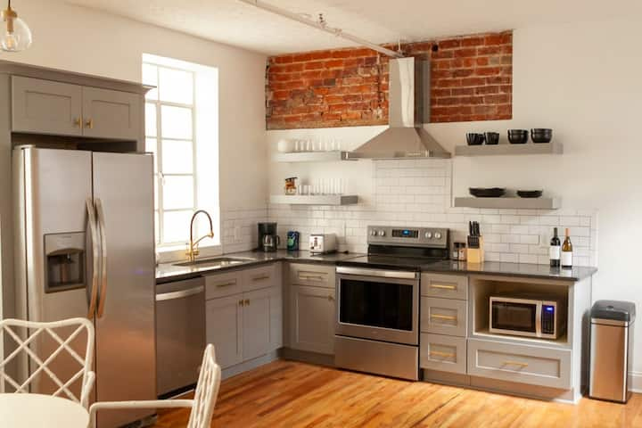 Historic Church St Loft 2BD 2BA Downtown