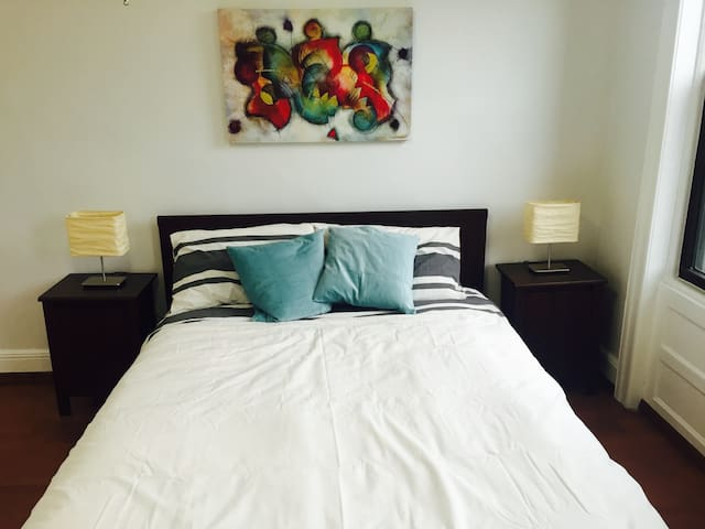 Sunny room with Private Entrance - Queens