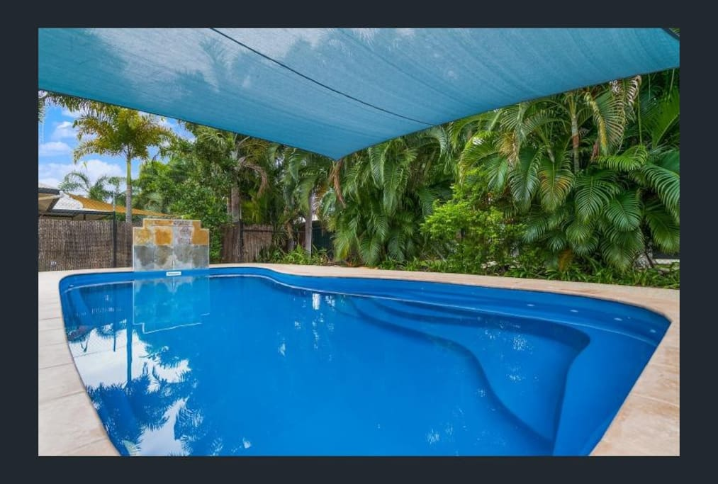 9x5m swimming pool with water feature