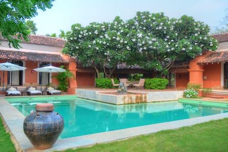 Padimunu Villa (03 bedroom) with private pool - Aldona