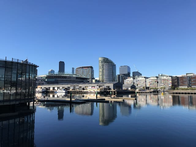 Docklands 1009P 2 Bed Free WiFi