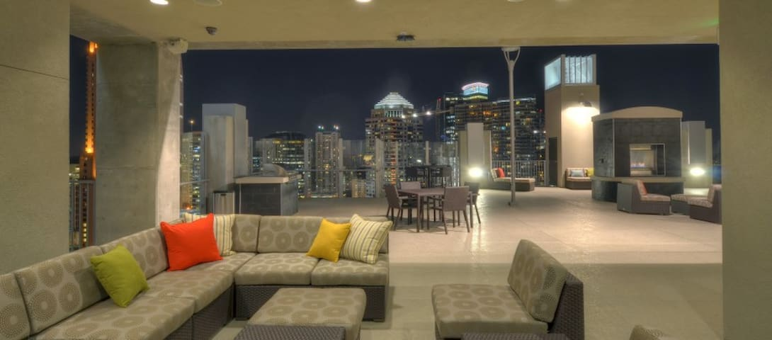 Stunning Views from this Chic Downtown High Rise - Orlando - Huoneisto