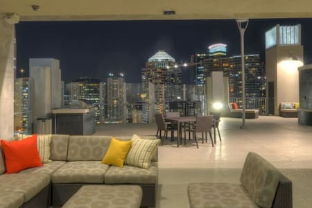 Stunning Views from this Chic Downtown High Rise - Orlando - Lejlighed