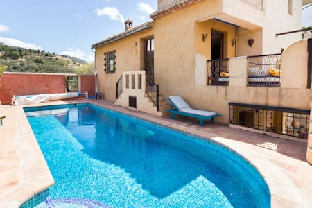 Beautiful Moorish-style house with pool and views