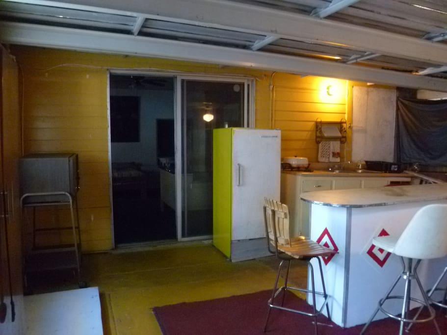 Kitchen accomodations/entrance area (not a kitchen)