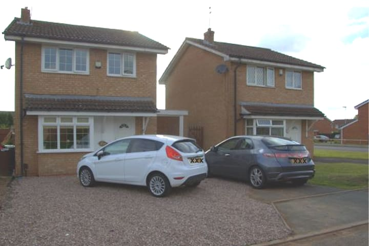 Beautiful 4 Bed Detached Home Near W-Ton City