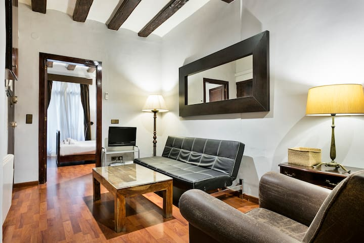 ⭐Vintage 2BR Flat in ❤ of Famous Barrio Gotico⭐¤