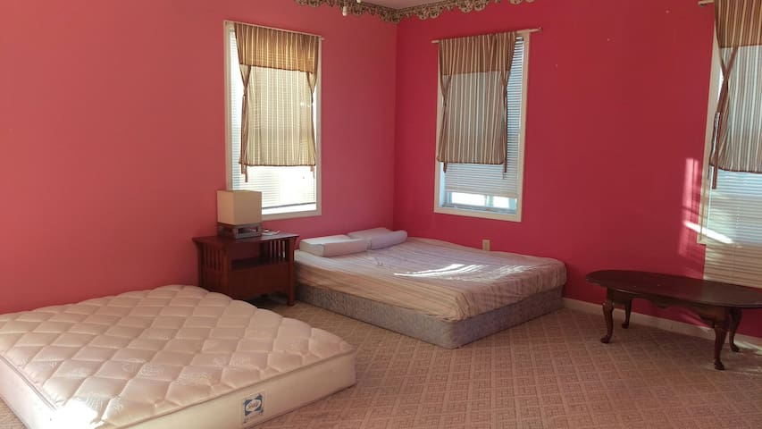 Spacious master bedroom - Rockville - House