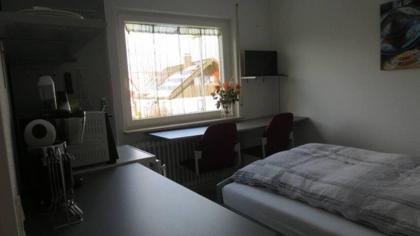 Single-Zimmer, klein, aber fein, mit Badezimmer