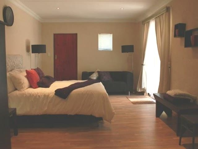 Northcliff B&B - Executive Suite