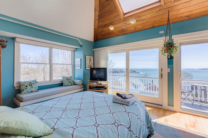 Romantic Ocean/Boston Views with Exclusive Hot Tub