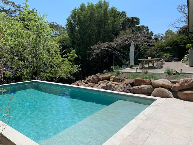 Acreage retreat w pool 5 mins to Currumbin Beach!