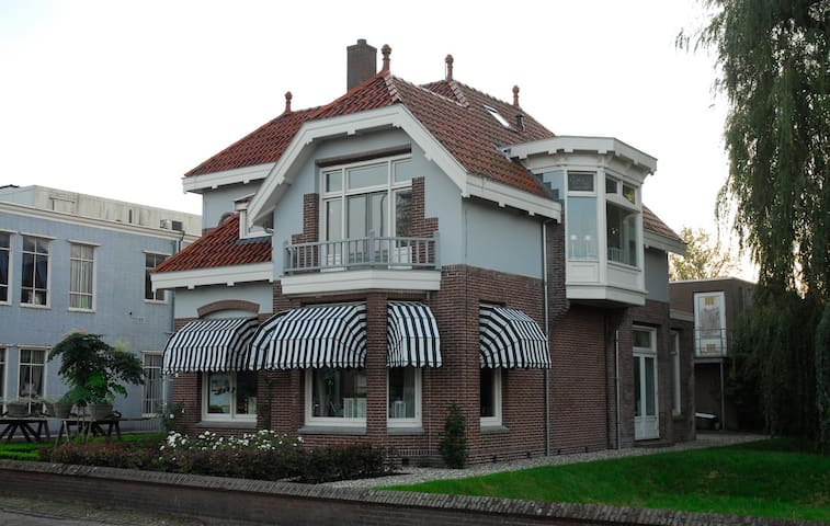 Villa Rose (aan het water) - Burgum - Villa