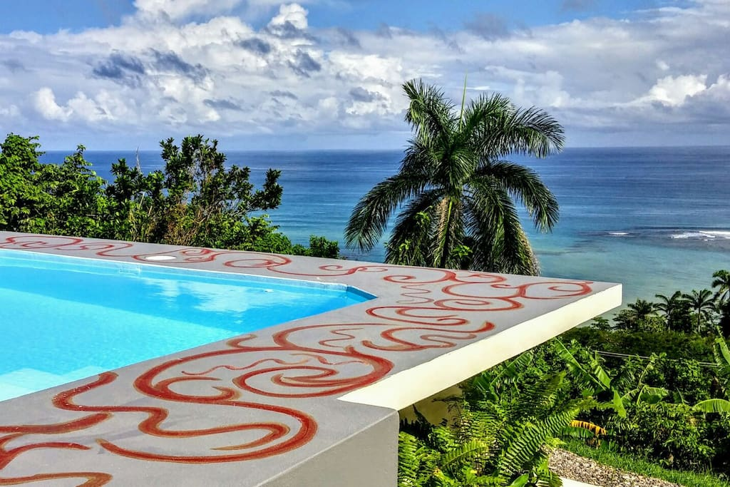 outdoor plunge pool/Jacuzzi for guest