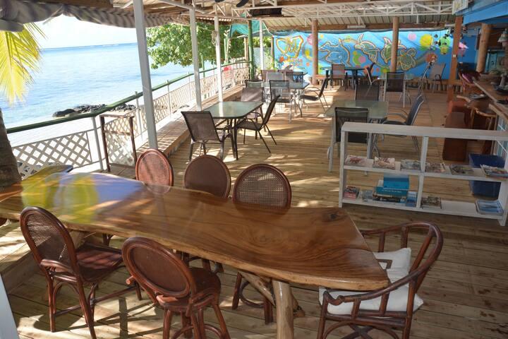 Lit en Dortoir mixte salle PingPong accès plage-G