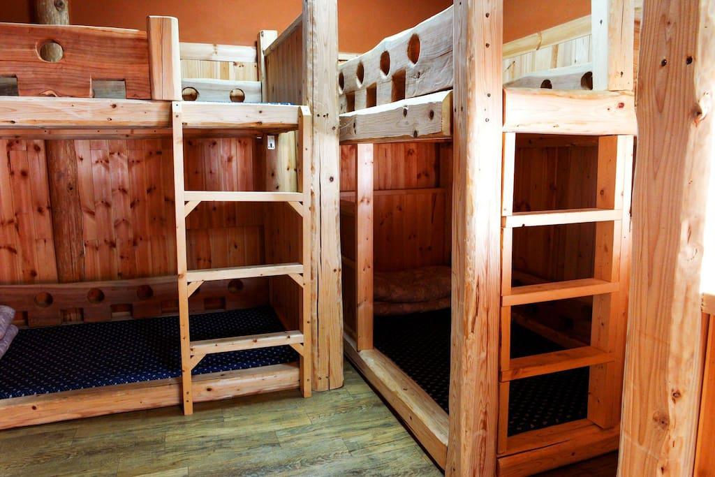 도미토리침실  펀백나무침대