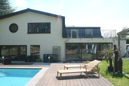 Luxury house with pool & waterfall - Senningerberg