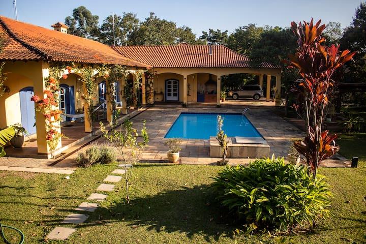 Alugo casa na Granja Viana