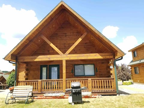 The Lazy Bear Cottage with FREE WiFi/ Netflix