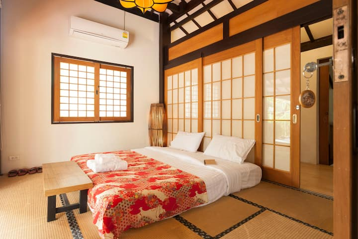 Japanese Style Garden Villa free pickup and bf