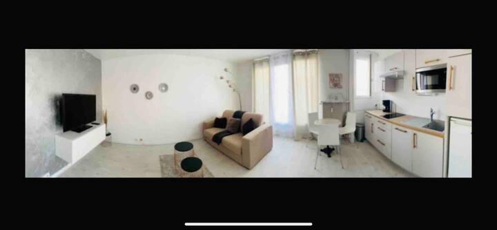 Studio cosy, high-tech avec place de parking