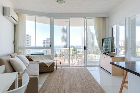 Top Floor, Ocean Views - Surfers Paradise
