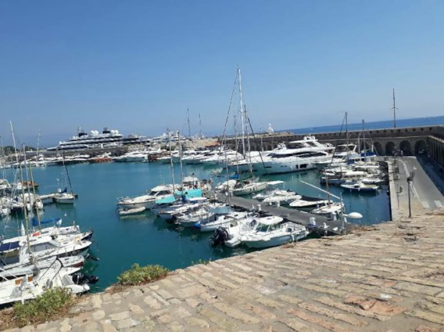 Le Port de Plaisance, le plus grand d'Europe, 23 kms de façade sur la mer