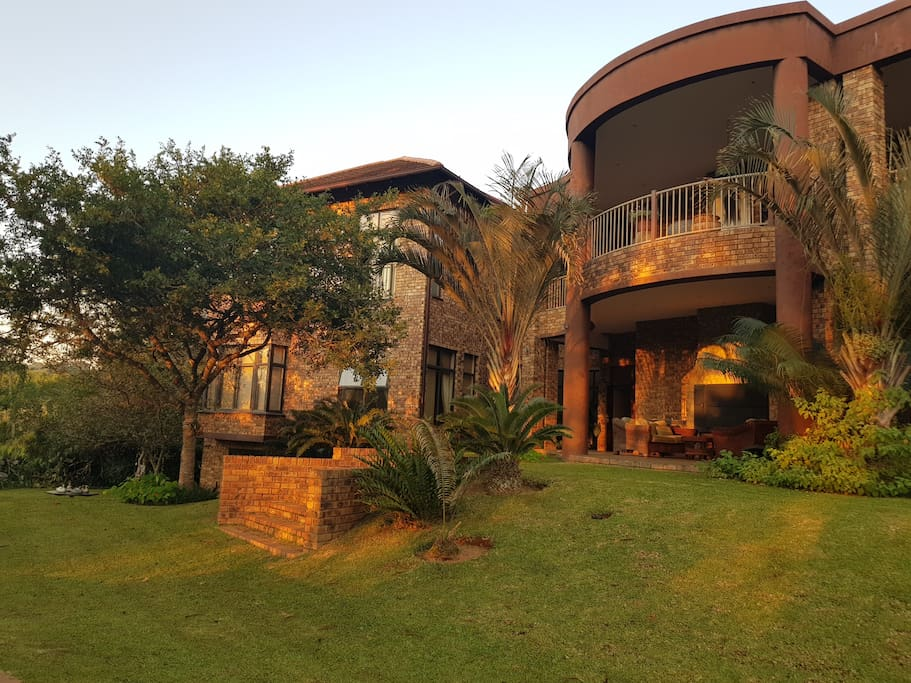 Guest house in White River Country Estate. 6 km out of White River. 30 km to Kruger National Park.