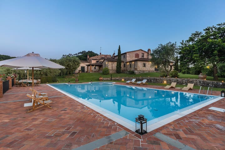 Wonderful private villa with private pool, WIFI, A/C, hot tub, TV, panoramic view and parking