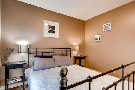 Cozy bedroom just minutes from downtown!