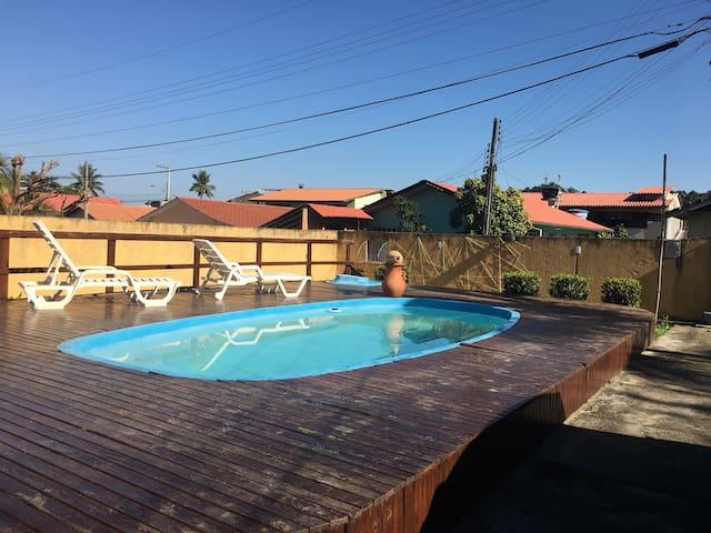 Kitinete em Sambaqui - casa familiar