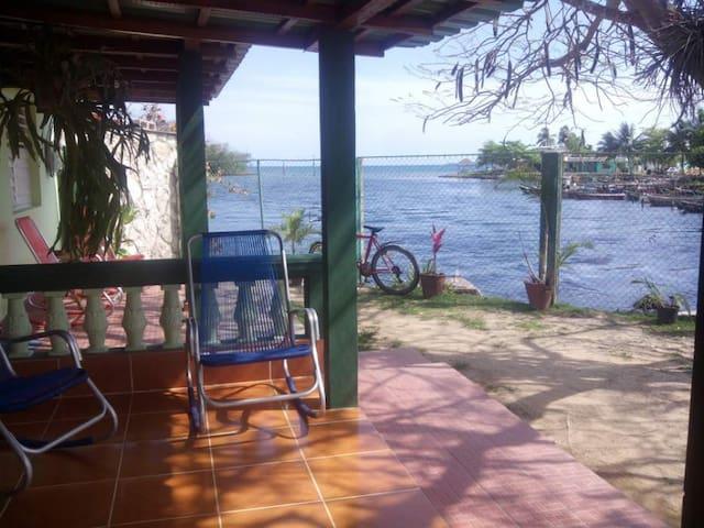 Casa TIKI Bahia de Cochinos