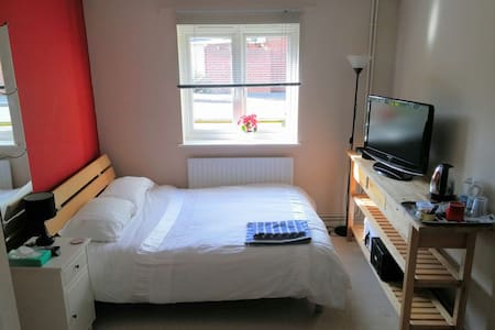 Large double room close to Bracknell & Wokingham - Binfield - อพาร์ทเมนท์