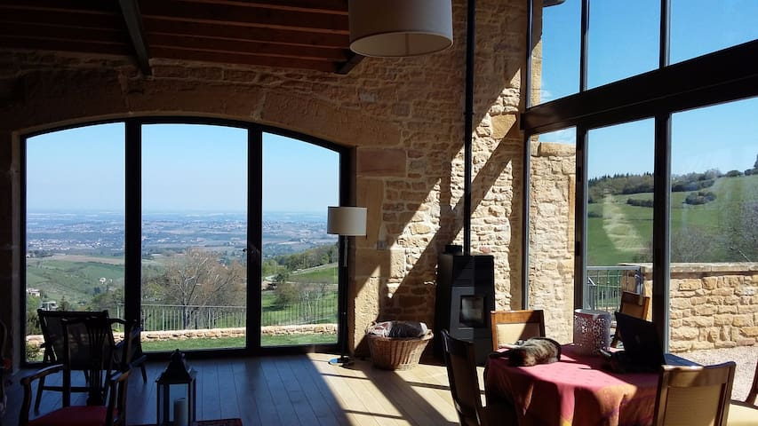 Lyon/Beaujolais Maison 300m². Vue imprenable. - Ville-sur-Jarnioux - Holiday home