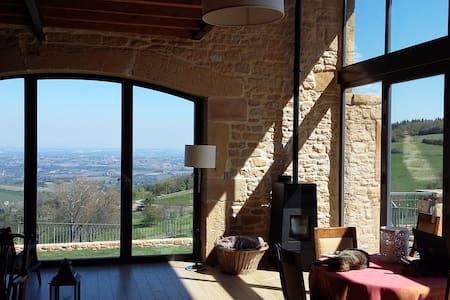Lyon/Beaujolais Maison 300m². Vue imprenable. - Ville-sur-Jarnioux - Ferienunterkunft