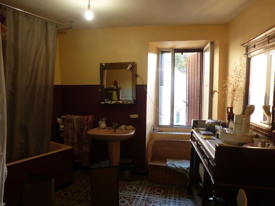 La Salle de bain (partagée).