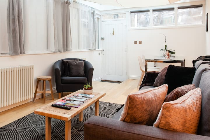 3 BEDS/2BEDROOMS/2BATH COVENT GARDEN/ 3min to subway