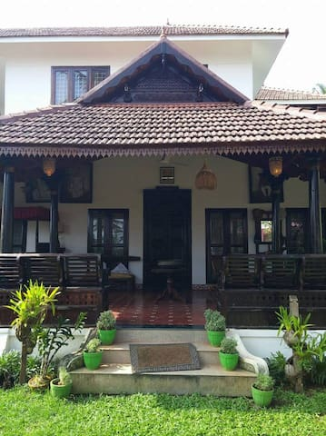 Authentic Luxurious Kerala Home - Thiruvananthapuram - Huis